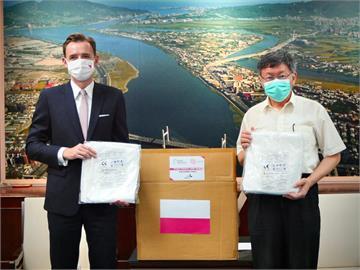 快新聞/波蘭贈北市千件醫療級防護衣 柯文哲:感謝國外朋友的熱心