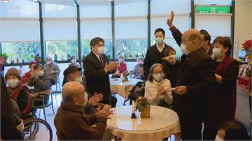 參訪安養中心 向長者拜早年 蘇揆秀政績