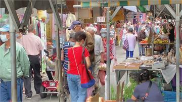 可怕!竹東市場牽童怪翁出沒!  母鬆手找口罩 陌生翁「順手牽子」露詭笑