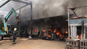 金門板模工廠大火 鐵皮屋燒光 1工人燒死