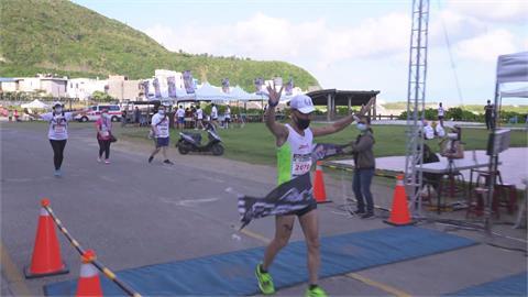 2021年台灣第一場馬拉松! 「火燒島馬拉松」開跑...選手還蠻多的!