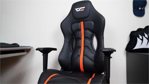 3C/高 CP 值得好選擇!darkFlash RC900 電競椅 加個方向盤我可以直接上賽道?