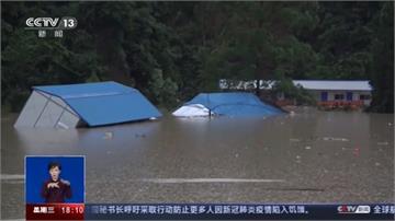 轟隆!中國南方暴雨山體滑坡 房屋「跌入河中」