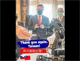 快新聞/「再次謝謝台灣」 布拉格市長大秀台灣機器人與國旗