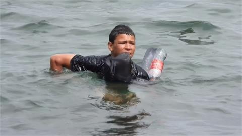 摩洛哥8千非法移民偷渡 西班牙軍隊鎮守海灘