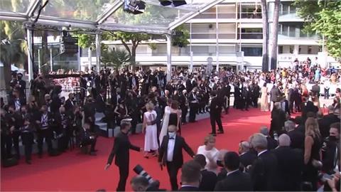 坎城影展史上第2位女導演 法國女導演執導《鈦》奪金棕櫚獎