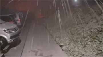 快新聞/大屯山下雪了! 民眾開心堆雪人:等好久了