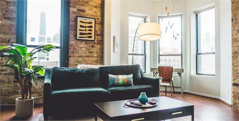 營造家居溫暖氛圍,抱枕混搭術讓空間變得與眾不同