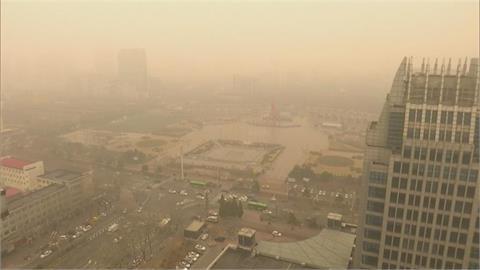 快新聞/中國沙塵今夜撲來 「明日最嚴重」全台空氣品質亮橘色、紅色警示