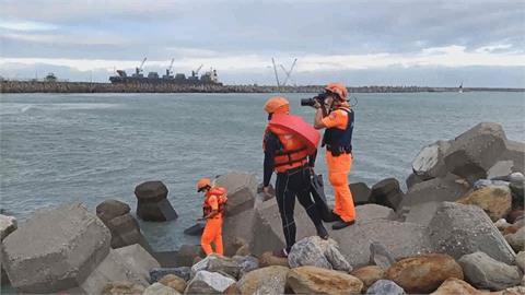 花蓮海濱公園驚傳溺水事件 1高中生遭大浪捲走