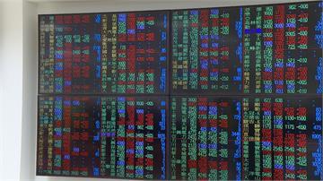 台股開高走低重挫287點台積電3天跌56元!市值蒸發1.45兆