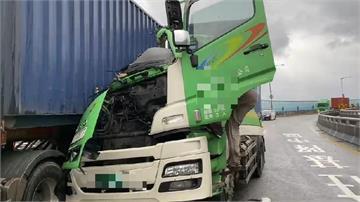 快新聞/貨櫃車車頭全毀! 基隆港聯外道路驚天一撞 駕駛命大僅手指受傷
