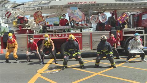 消防隊全副武裝 靠街舞練體力