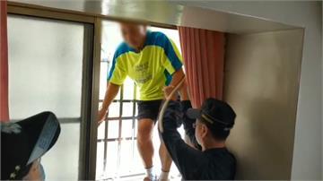 爬防火巷下樓 男子體力不支卡6樓遮雨棚