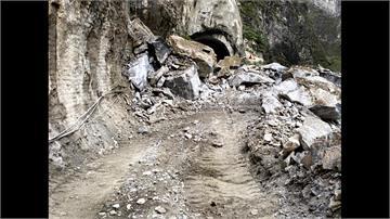錐麓隧道落石阻交通 暫復單線雙向通行