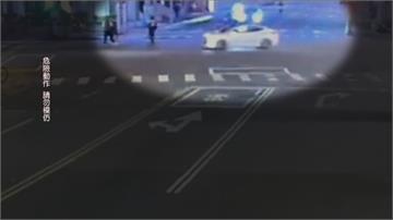 不爽2車闖紅燈...6人嗆聲砸飲料對方多車包抄攔路持刀棍追砍