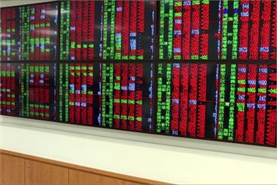 台股創高拉回震盪逾360點 爆歷史新天量6448億元
