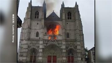 法國15世紀教堂祝融之災!400年管風琴、彩繪玻璃燒毀