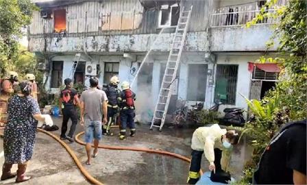 快新聞/雙溪鐵皮屋民宅2樓大火 10歲女童受困警消搜救中