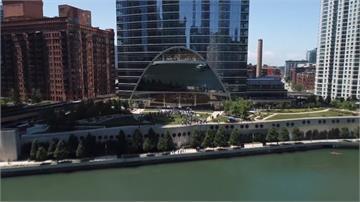 小熊老大火力示範!芝加哥都市叢林轟進河