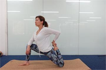 連靜雯開授瑜珈 90分鐘課程佛心僅收50元場地費