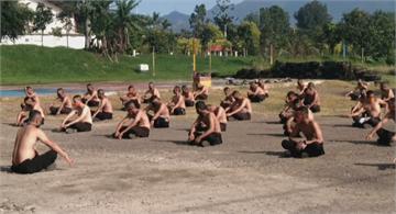 印尼瘋傳曬太陽對抗武漢肺炎 民眾掀日光浴熱潮