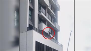 逃逸移工躲避專勤隊追捕 學蜘蛛人徒手攀爬五樓高外牆