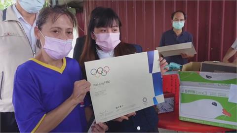 「舉重精靈」方莞靈返台南探望媽媽 盼3年後站上奧運頒獎台