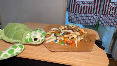 網紅惡搞料理成「蠶寶寶天堂餐」 可怕外表網驚:看了8分半的驚悚片