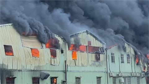 嘉義口罩國家隊昭惠舊廠房大火 狂傳爆炸聲