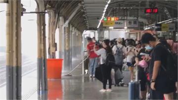 午後強降雨來襲 台南車站淹成水濂洞