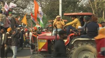 不推動農改 印度國慶上萬輛拖拉機衝進新德里錫克教等印度裔民眾  譴責農改無疑是滅小農