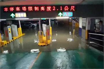 快新聞/宜蘭暴雨「水灌地下停車場淹20cm」 市區道路汪洋一片