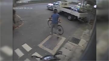 車停路邊未上鎖遭單車賊盯上!車上財物遭洗劫 損失2萬元