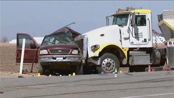 美8人座休旅車塞25人 撞砂石車至少13死