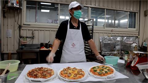 又要氣死義大利人嗎?「雞佛Pizza」視味覺衝擊滿點...