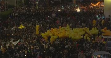 黃色小鴨再現曼谷 民眾上街反總理帕拉育