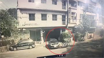 小客車停車場開出 機車撞上騎士當場噴飛