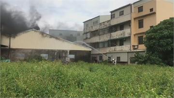 雲林土庫鐵皮工廠陷火海 消防局出動7分隊11車灌救