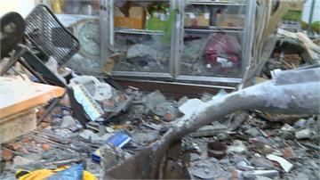 北市轎車撞破水泥牆 檳榔攤遭波及2傷