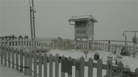 玉山3月雪「已降3次」上午7:10降雪積雪一公分