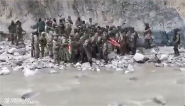 中印械鬥畫面曝光!解放軍「長柄刀」對決印軍「狼牙棒」