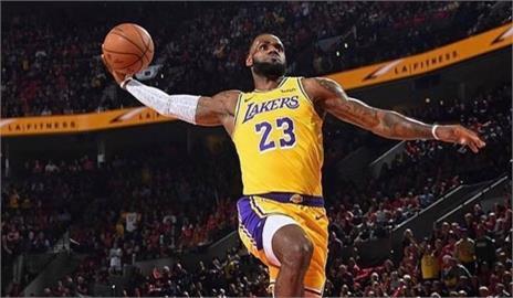 籃球/詹姆士連8年NBA最會賺!富比士估本季收入32億居聯盟之冠