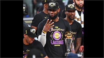 NBA/詹皇史上第一人!三度榮膺「運動畫刊」年度運動員