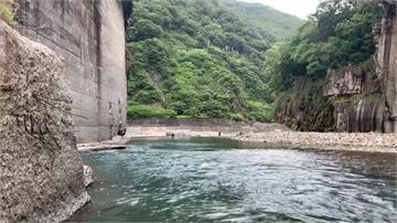 男子溪邊戲水釣魚不慎落水 警消搜救尋獲遺體