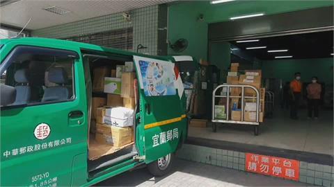 民間宅配人力吃緊 轉送郵局包裹堆積如山