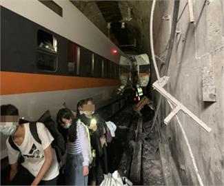 太魯閣號出軌/1至4節車廂已全數救出 還有10多人待救