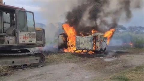 台東火燒車...黑煙竄天伴爆炸聲 下秒火舌猛竄越燒越旺