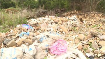 台中產業道路淪垃圾場!下游居民恐喝廢棄水