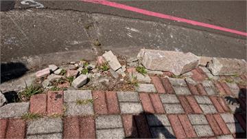 疑人行道磚脫落害摔車骨折 家屬擬申請國賠